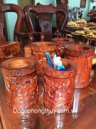 ống bút đục bát mã gỗ hương