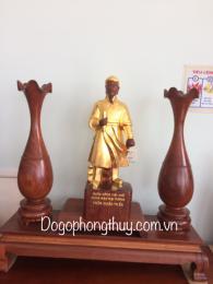 Tượng Trần Hưng Đạo gỗ hương gia lai nguyên khối
