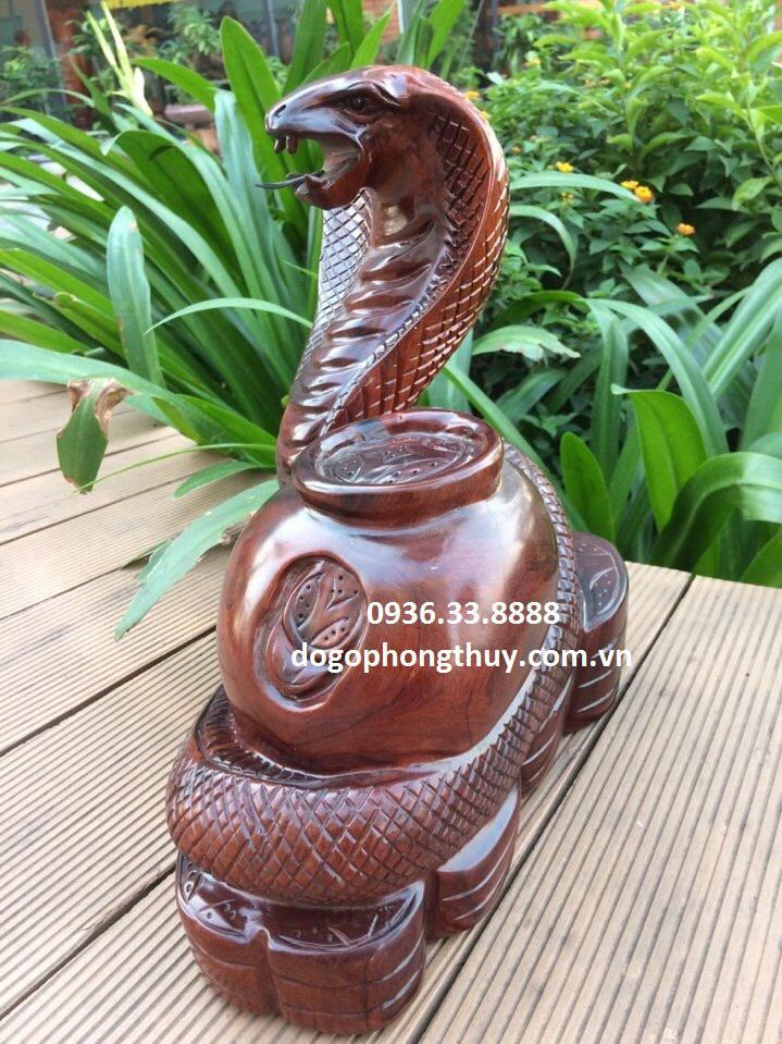 Tượng rắn phong thủy gỗ Trắc
