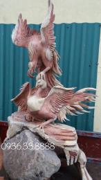 Tượng gà chọi, gỗ hương ôm đá nguyên khối