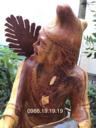 Tượng Tế Công Hoạt Phật, Gỗ Cẩm Lai Đaklak Ôm Đá nguyên khối