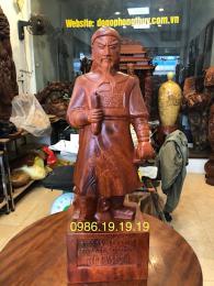 Tượng Trần Hương Đạo, Gỗ Hương Gia Lai Nguyên Khối
