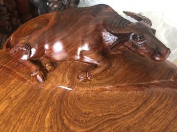 Khay trà phong thủy đục trâu gỗ hương nguyên khối.