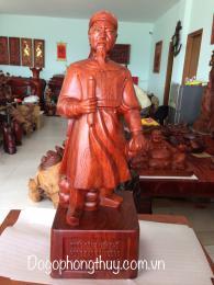 Tượng Hưng Ðạo Ðại Vương Trần Quốc Tuấn, gỗ hương Gi Lai nguyên khối